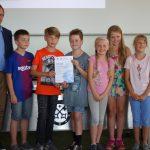 Die Lerngruppe mit der Gold-Urkunde